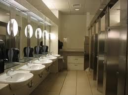 שירותים ומקלחות