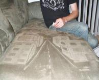 מצייר על הספה