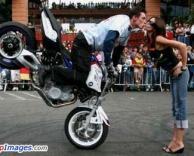 נשיקת אופנוען
