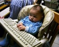 תינוק במחשב