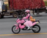 אופנוענית קשוחה