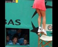 מציצים לשחקנית טניס