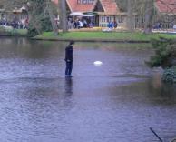 הוא הולך על המים!!